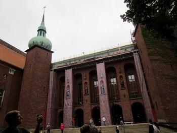 市庁舎中庭.jpg