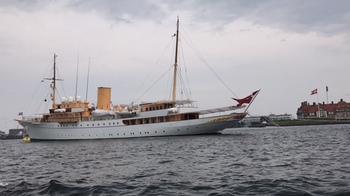 優雅な船.JPG